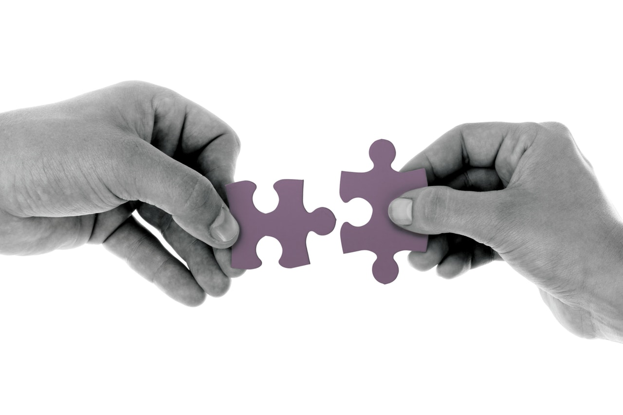 black-and-white-connect-hand-164531